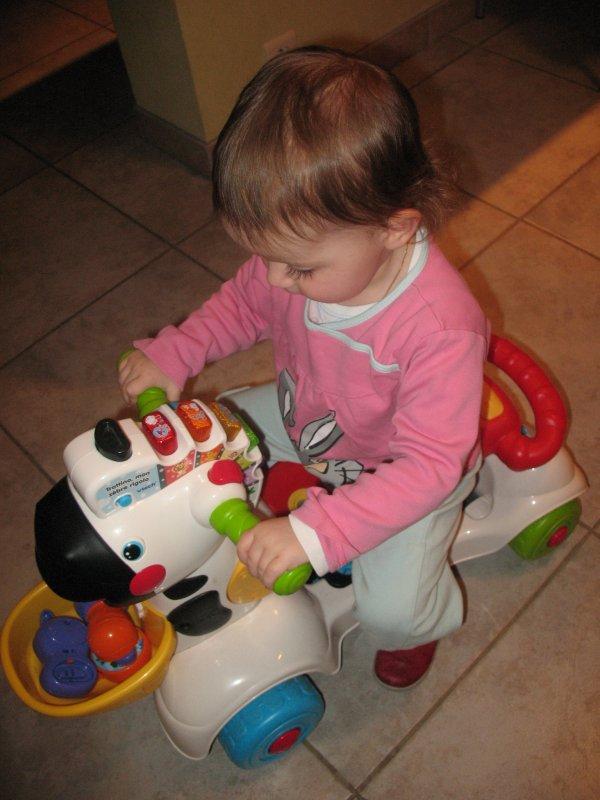 Février 2013 - Célia et Elyne jouent...