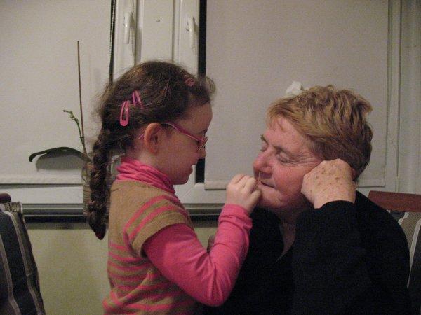 20 février 2013 - Quand Célia joue avec du rouge à lèvres...