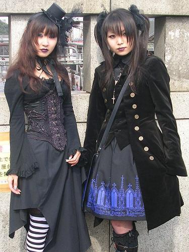 Elegant gothic aristocrat : MODE