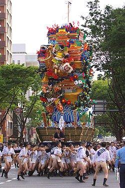 1er ~ 15 juillet : Yamagasa matsuri (Fukuoka)