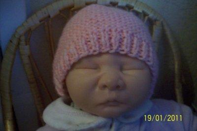 Joli bonnet pour votre bay reborn celui ci est rose pour les filles !