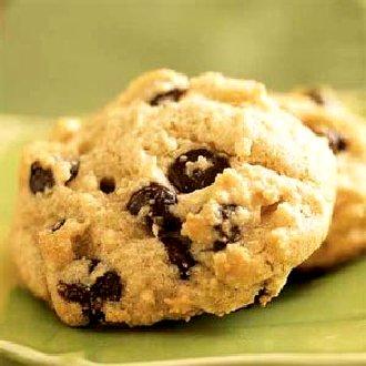 Cookies au chocolat. En français européen, un cookie est un biscuit aux pépites de chocolat originaire des États-Unis.