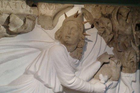"""11 novembre: Les empereurs DIOCLÉTIEN, GALÈRE, ET LICINIUS dédient un autel à """"MITHRA, l'Invincible dieu du Soleil, protecteur de l'empire"""" (Carnuntum, 308)."""