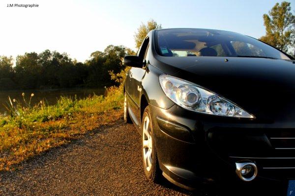 Ma voiture au coucher de soleil