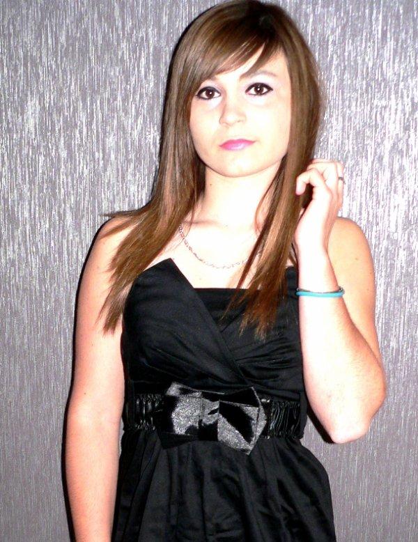 Ciиdy _▪_ Bi℮ntôt 16 ans _▪_ Haut℮ Marn℮ (52) _▪Que les apparences soient belles, car on ne juge que par elles.