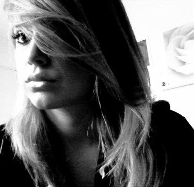 KiiMBERLEY ` ( ♥ ) //