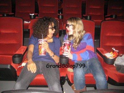 Victoria et Lauren au cinéma ^^