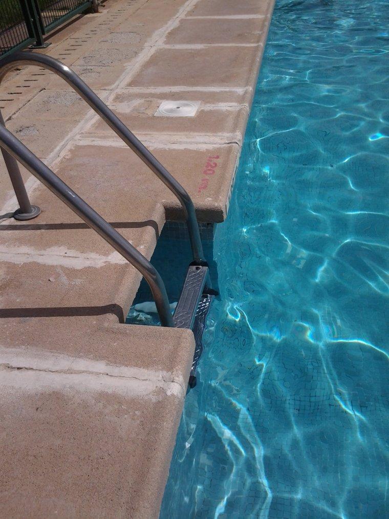à la piscine (désoler j'avais pas encore ma pullip)