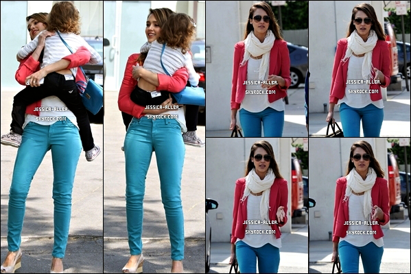 .  28/04/2012 : Jessica a été vu arrivant a ses bureau a Santa Monica puis allant chercher ses filles à S.M. .