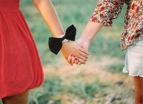 Il nous suffit parfois d'un seul ami pour s'amuser comme avec personne, lui donner notre confiance comme on le ferait avec aucune autre personne..