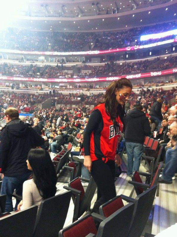 Genta Ismajli foto nga ndeshja e basketbollit të Chicago bulls :)