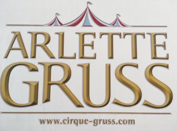 Introduction : Grand reportage sur le cirque Arlette Gruss !