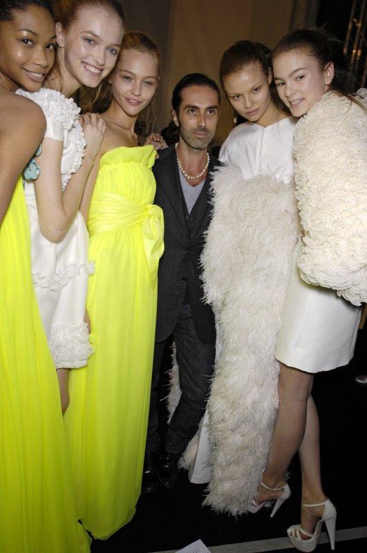 Chanel Iman, Vlada Roslyakova, Sasha Pivovarova, Giambattista Valli, Magdalena Fracowiak & Irina Kulikova - Backstage Giambattista Valli