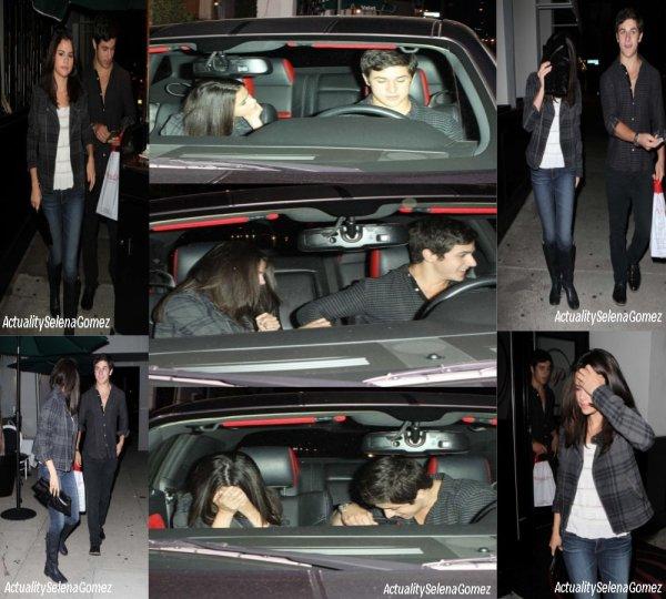 Selena était de sortie avec sa co-stars David Henrie au restaurant Phillipe Chow, à Hollywood, le 27 Août dernier. Simple amitié ou début d'une belle histoire ?