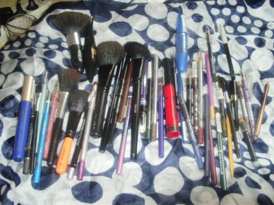 MES CRAYONS MES PINCEAUX MES MASCARAS