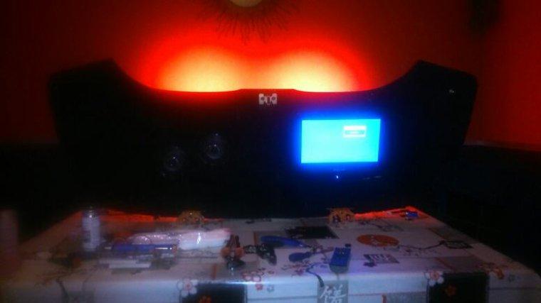 Intérieur du couvre capote terminée écran et enceintes installer