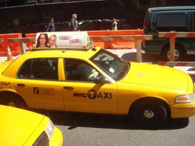 le taxi jaune de new york caroo. Black Bedroom Furniture Sets. Home Design Ideas