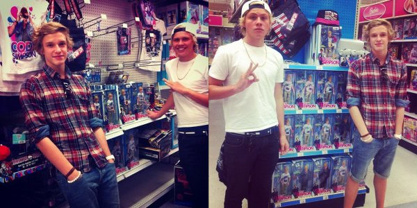 Cody Simpson (l)