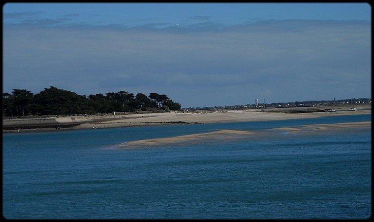 - Un endroit magique remplit de bonheur. J'aime sentir le vent sur ma peau et entendre le son des vagues. Perdre son regard au loin dans le ciel si bleu. La mer, le seul endroit où j'ai vraiment l'impression de vivre. Un Paradis sur Terre! -