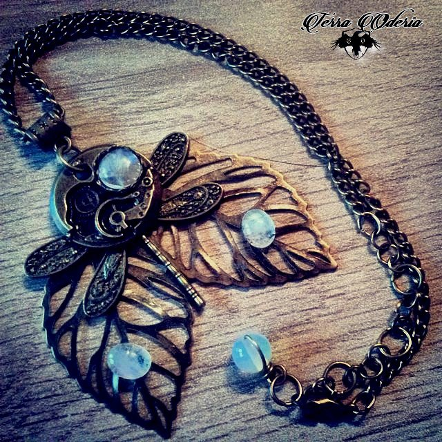 Steampunk Lady collier ras du coup