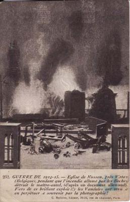 Photos de l'intérieur de l'église profanée et incendiée