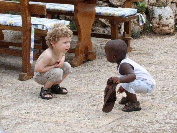 C'est simple de vivre en paix, on regarde l'autre et on l'accepte comme il est.