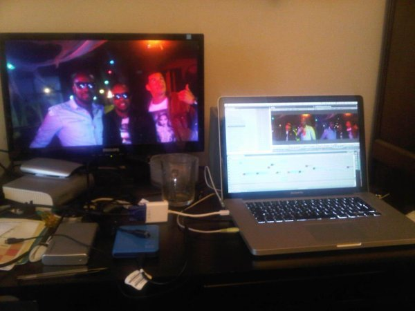 "EN PLEIN MONTAGE DE NOTRE NOUVEAU CLIP "" RING THE ALARM "" !!! COMING SOON !!"