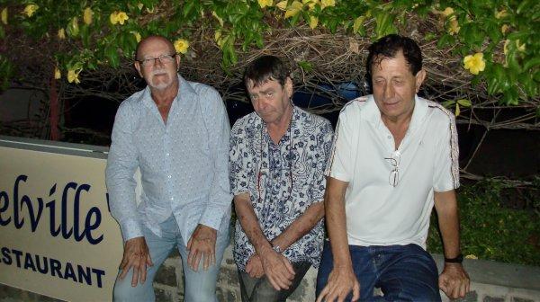 MADAGASCAR - DIEGO-SUAREZ - AVEC MES POTES - JEAN CLAUDE, MARGOT, BERNARD - (Février 2011)
