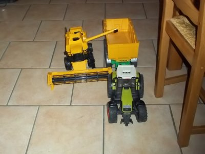 moissonneuse batteuse bruder caterpilare + remoque 3 ensieu + claas
