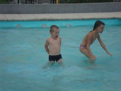a la piscine du camp