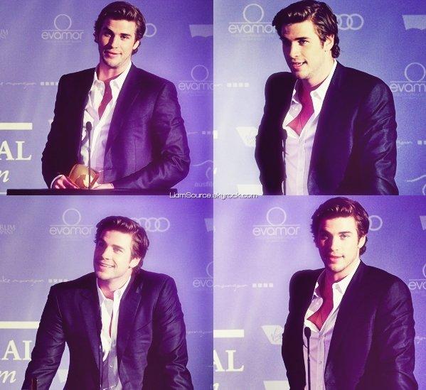 """.    27 Juin :  Liam, et sa fiancée Miley Cyrus, assistaient aux """" Australian In Films Awards """" et au Benefit Dinner ."""