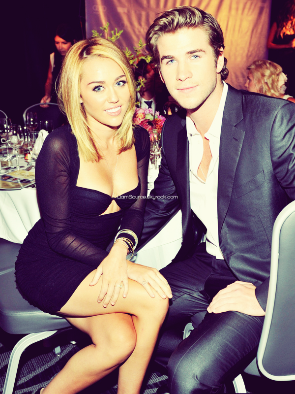 ".    27 Juin :  Liam, et sa fiancée Miley Cyrus, assistaient aux "" Australian In Films Awards "" et au Benefit Dinner ."