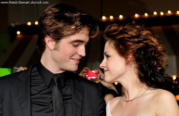 .  Evenement 2008 [ Flash Back ] : Avant Premier de Twilight. Le premier volet de TwilightSaga à L.A.X.   Déja à cet époque Robert et Kristen était proche, en voyant comment ils se regardent ...  .