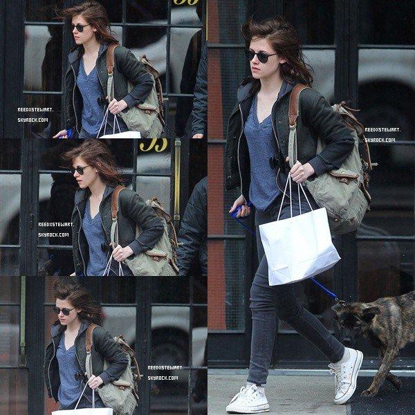 .  Candids : Le 4 mai Kristen était a New York pour faire du shopping avec bear le chien de Robert , top ou flop ?    .
