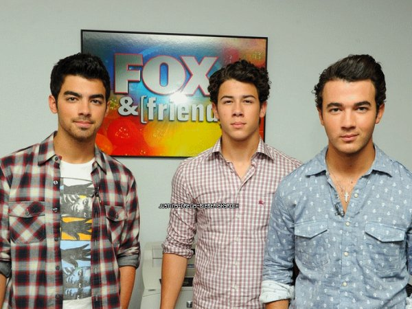 Les Jonas Brothers n'ont pas peur de la concurrence C'est ce qu'ils ont affirmer lors d'une récente interview. Ils n'ont pas peur de la concurrence du moment (Justin entre autre) . Voici ce que Kevin a dit : Je pense qu'il y a de place pour tout le monde. Nous n'avons pas peur et on ne s'inquiète pas. Nous sommes qui nous sommes et nous faisons la musique que nous aimons. Nous sommes fiers des gars qui suivent leurs rêves. Tant qu'ils le font pour de bonnes raisons, nous allons les soutenir totalement.