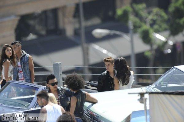 Voici quelque photo de Justin pendant le tournage de Boyfriend.Top ou flop?