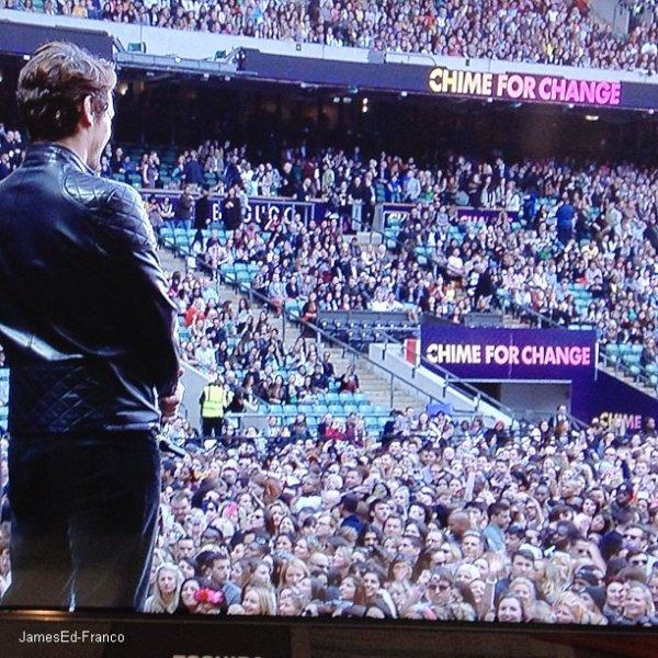 - 1 Juin 2013 : Jessica Chastain, son ancienne co-star, & James Franco était au  Chime for Change Concert.   L'événement musical organisé par Gucci pour favoriser l'éducation, la santé et la justices des femmes dans le monde, s'est déroulé au stade de Twickenham. Il fait partie d'une campagne mondiale lancée en février 2013 par la fondation Kering pour lever des fonds et soutenir 120 projets caritatifs dans plus de 70 pays.Trois ambassadrices d'envergure ont été désignées pour porter haut cette action : Beyoncé Knowles pour la santé, Frida Giannini pour l'éducation et Salma Hayek Pinault pour la justice. James s'est lui aussi rendu à cet événement afin de soutenir cette cause. Je le trouve super classe et simple. Toujours le sourire au lèvre, tout ce qu'on aime. -