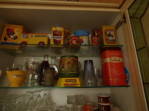 un petit clin d oeil a une amie qui aime comme moi les boites  voici  qui trone dans ma cuisine