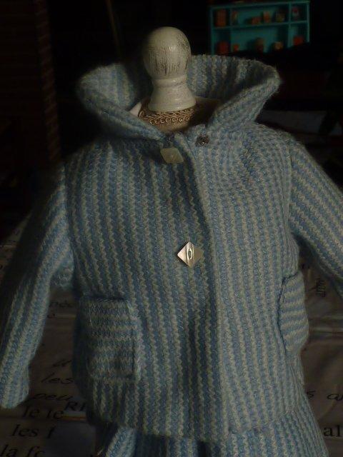 Voici un ensemble qui pourrais etre Raynal es que quelqu un  peu m en dire + le corsage a etait rajouter apres
