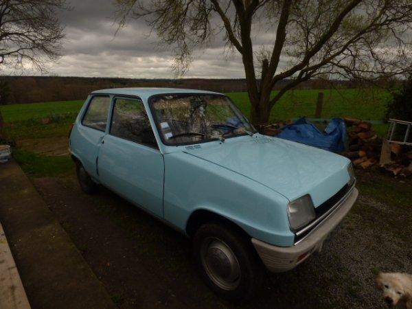 Ce weeck end  la petite bleu va sortir du garage direction  Avranches avec d autres vehicules anciens balade dans les environs  d une  de nos 7 merveilles de monde Le mont st Michel....................................LA RENAULT 5 L  1973 est de sortie