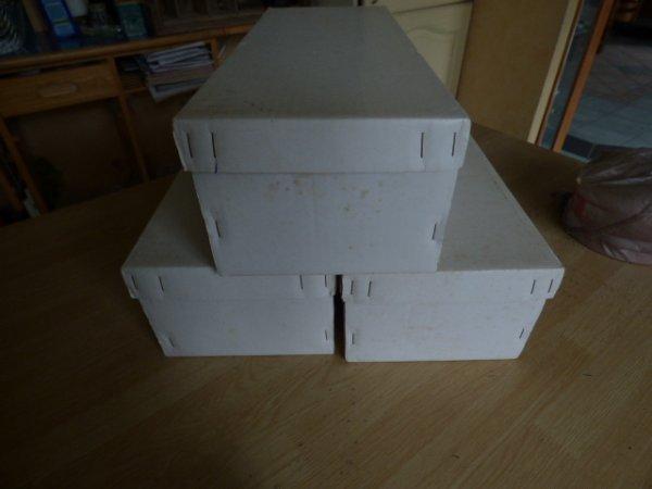1 lot de boites avec un contenu mysterieux