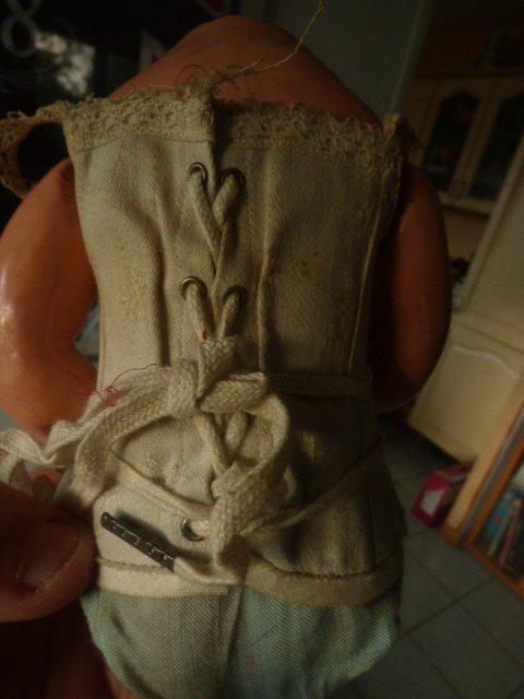 photo  avant ...................la voici identifier  par les copines poupee Armand Marseille germany cette poupee je l ai trouver chez un broc as un prix de misere pour info es que la tenue est d origine????