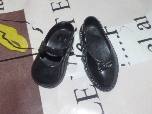 help je cherche a completer ces chaussures cathie si vous avez celle qui me manque le faire savoir