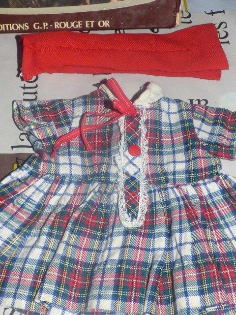 autres vetements 1 robe et un pantalon peu etre tressy????