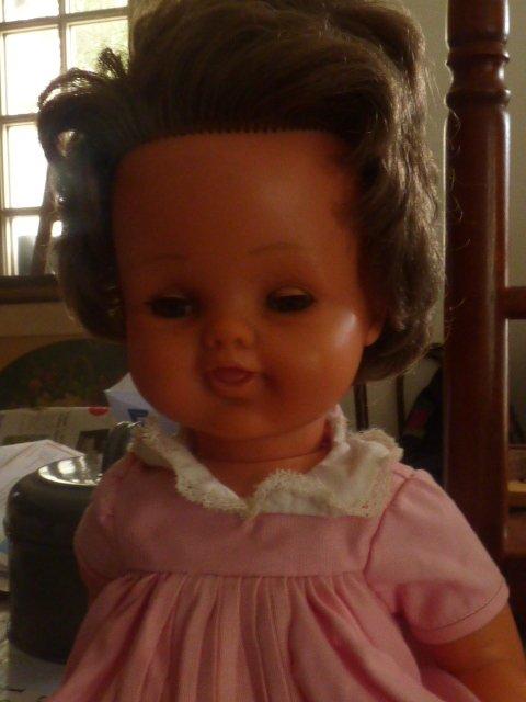 Voici ma derniere trouvaille Poupee Raynal avec une robe griffee Bella est cela pour 1 euro