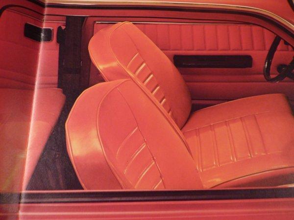 j ai trouver a loheac cette revue sur la voiture que je recherche Renault 5   1972 avec le  1 er logo Renault  (  kent)
