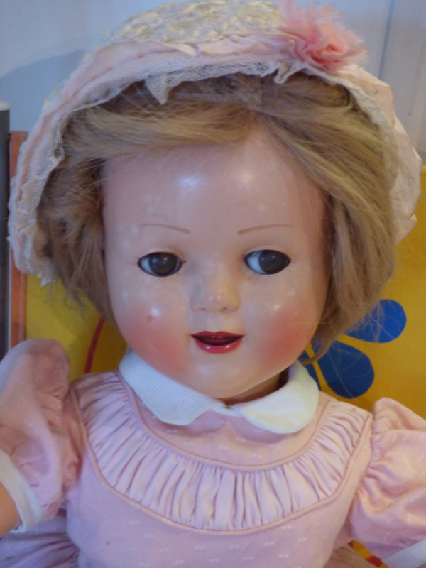 Florence  de chez  raynal avait  cette adorable petit bonnet en dentelle es le sien????