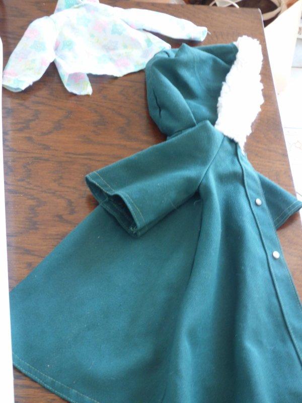 Vetements Dolly et  Cathie a  Betton juste a identifier le petit corsage a qui est il ????