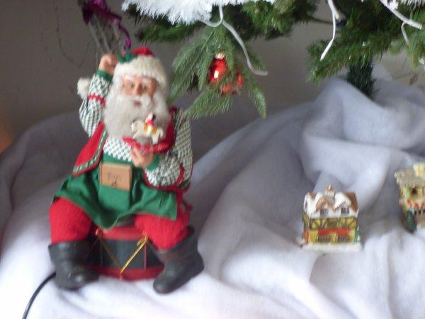 il etait temps ;;;;;;;;;;;;;;;;je me suis decidee a faire quelques  petites decos de Noel