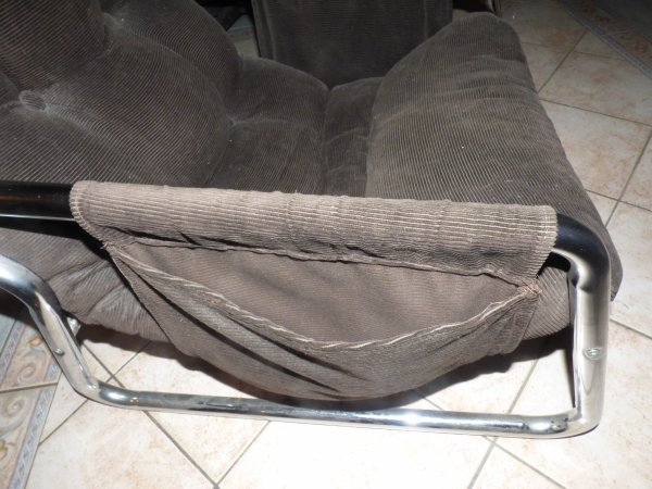 comme certaine le savent je veux me faire un salon annee 70 voici un nouveau  fauteuil trouver chez un bros pour 15 euros